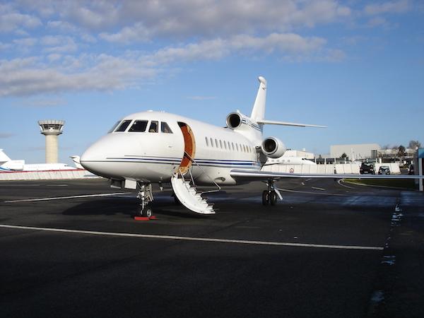 Avion d'affiaire privé vue extérieur : Aviation d'Affaires sur l'aéroport de Paris Le Bourget, Juin 2010