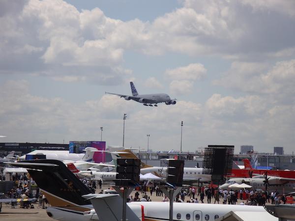 Vue de la foule et des avions lors du salon du bourget, 52° édition, Juin 2017