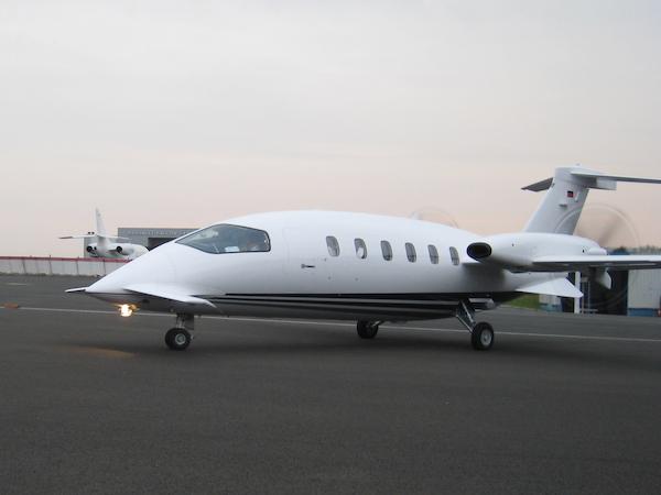 Jet privé Piaggio p180 vue extérieure : Salon du bourget, 52° édition, Juin 2017