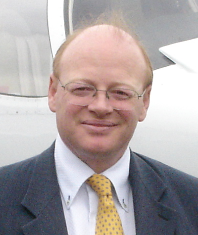 Photo portrait de Luc Piot, spécialiste du transport aérien dans l'aviation d'affaire
