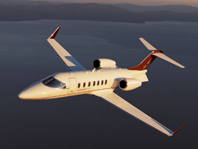 bombardier-learjet-40-flying