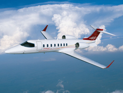bombardier-learjet-45-flying