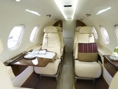 jet d 39 affaire disponible la location embraer phenom 300 avec. Black Bedroom Furniture Sets. Home Design Ideas