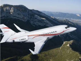 falcon-2000lx-flying
