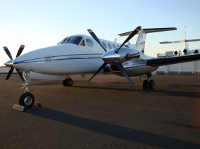 beechcraft-super-king-air-200-ready-for-take-off